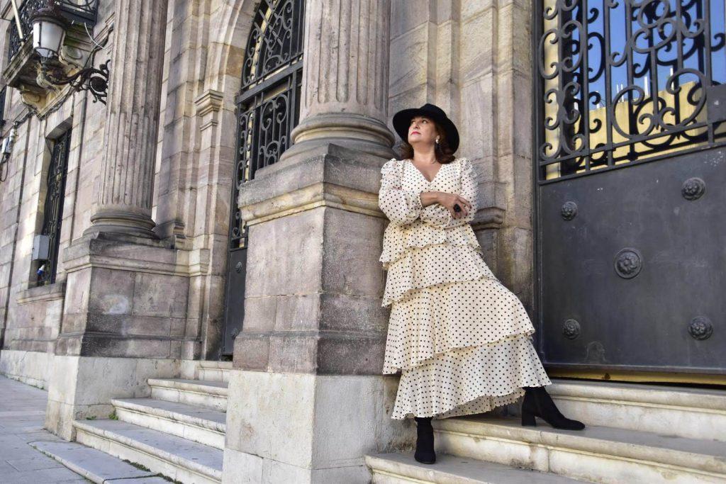 abuela a la ultima en la escalera del ayuntamiento