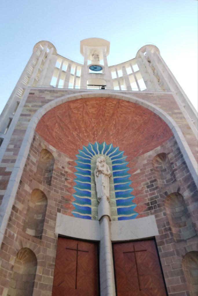 foto de la fachada de la iglesia de la virgen grande