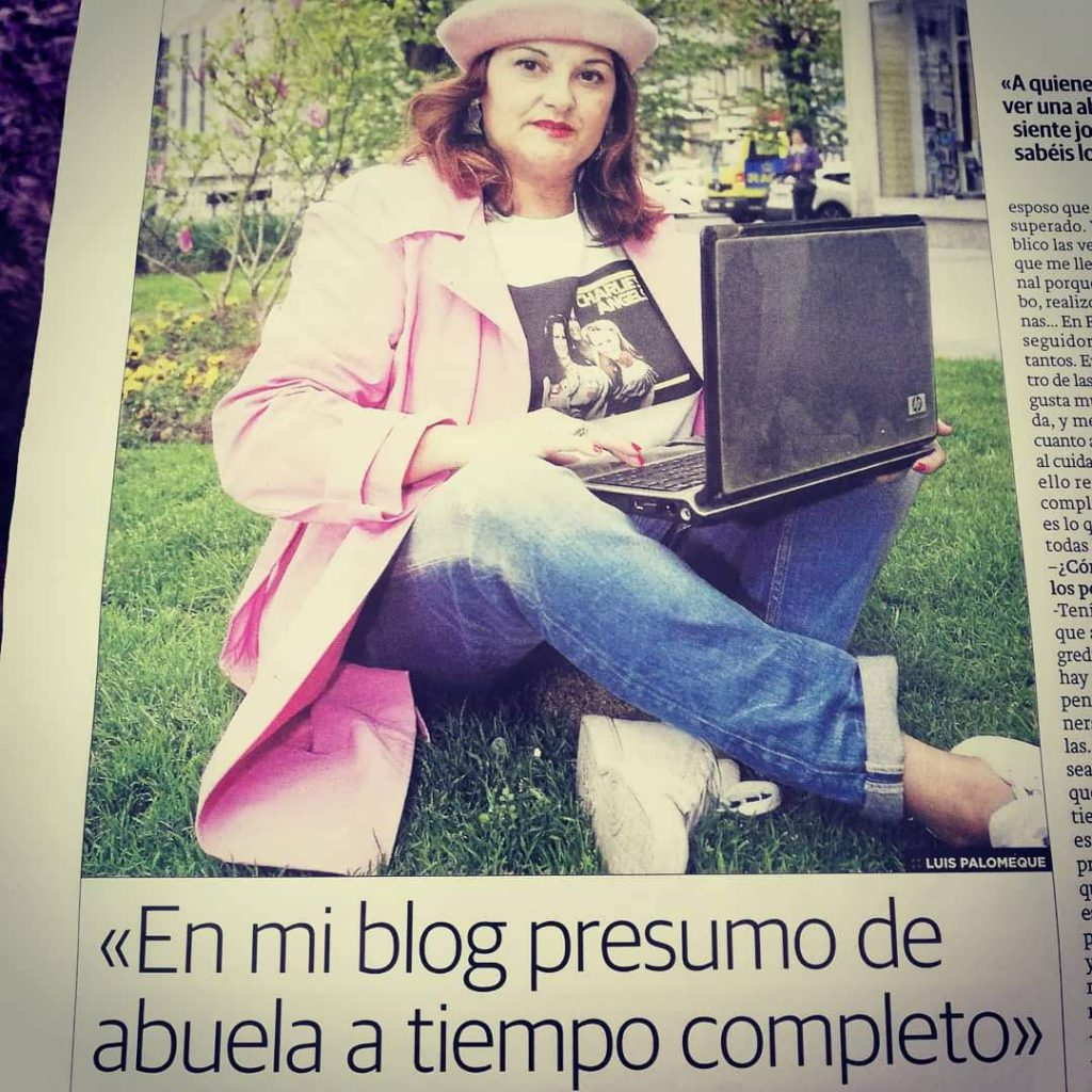 abuela a la ultima en el periodico de su ciudad hablando de su blog