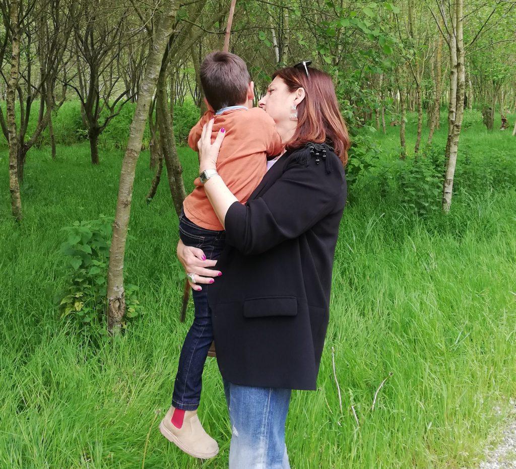 abuela a la ultima con su nieto Nicolás en brazos