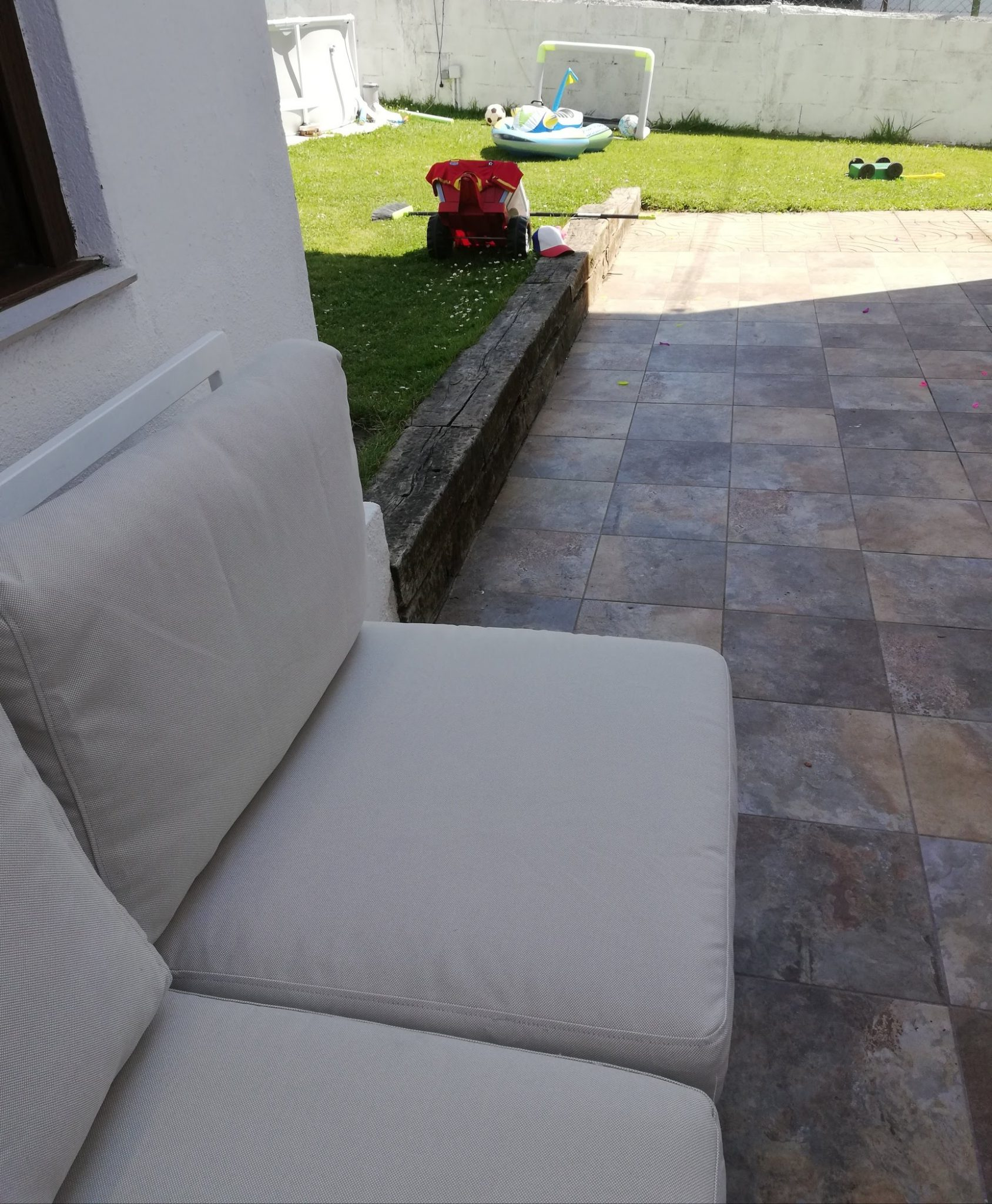 sofa y jardin de abuela a la ultima